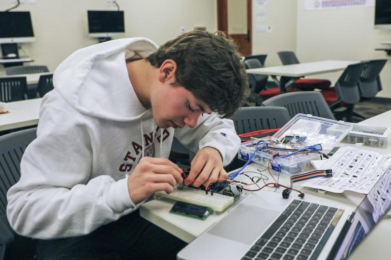 新斯坦福大学本科课程鼓励科学创造力